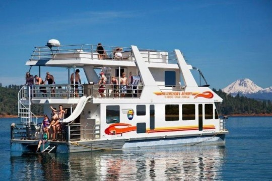 Houseboats.com | Luxury Houseboat Rentals in California